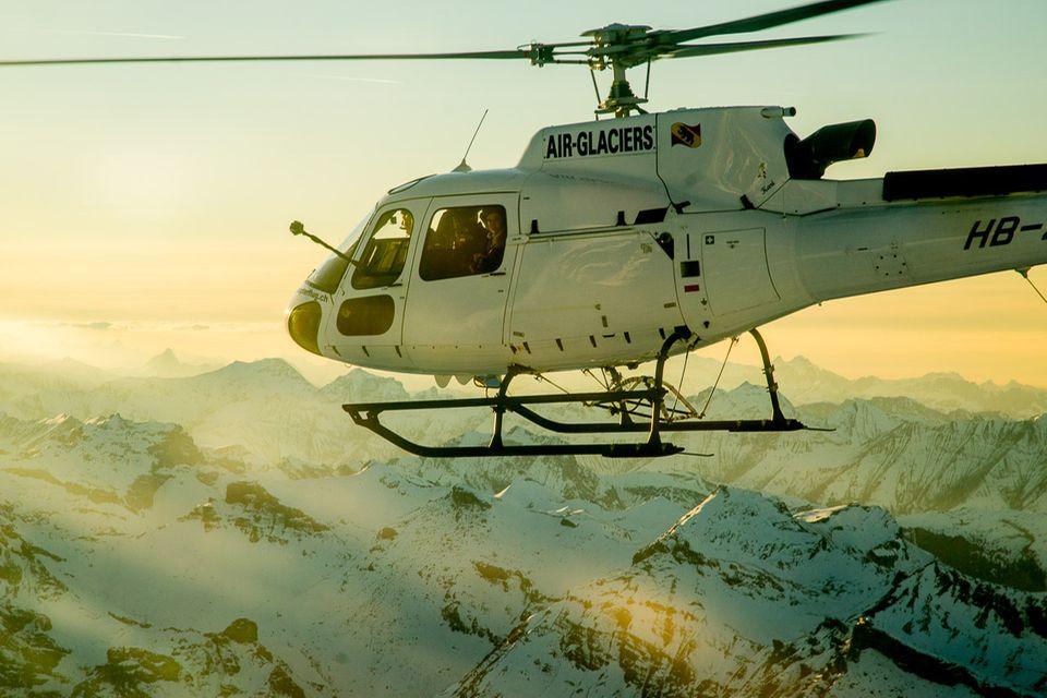 Follow me: Deutlich ist die Stange mit den sechs GoPro-Kameras sichtbar © helikopterflug.ch