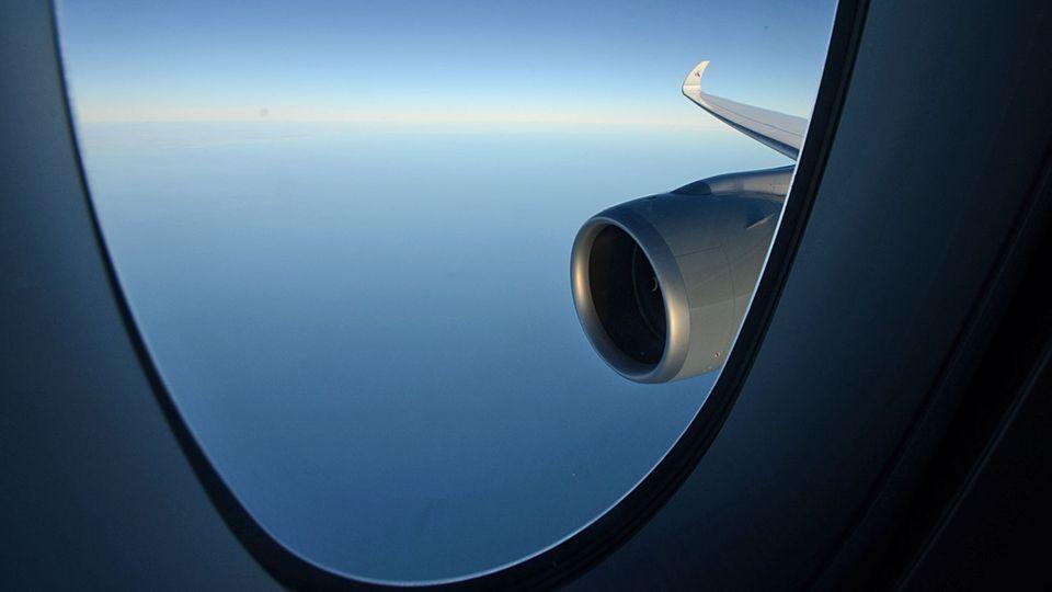 Follow Me: Der Airbus A350 mit seinem elegant geschwungenen Flügel © Till Bartels