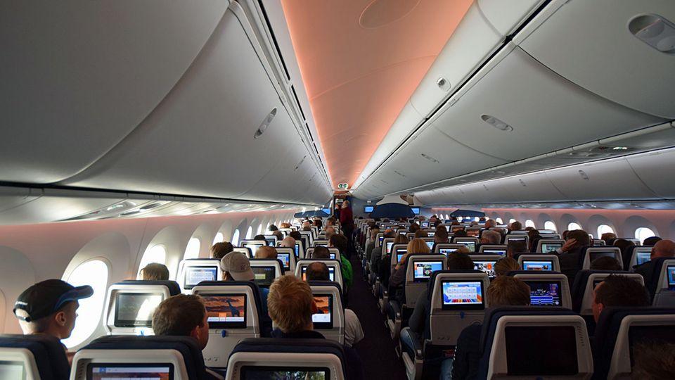 Follow Me: In der Economy finden 216 Passagiere Platz plus 48 in der Economy Comfort in den vorderen Sitzreihen © Till Bartels