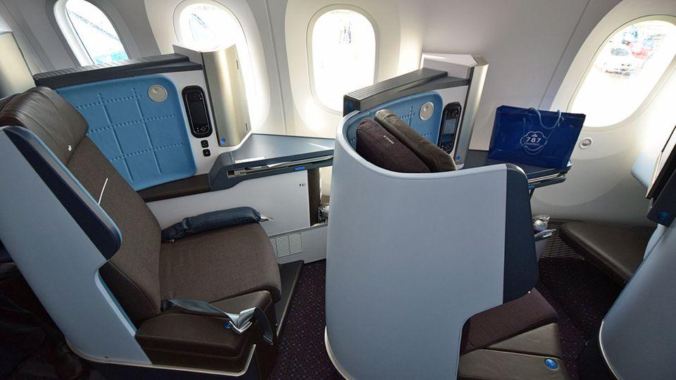 Follow Me: Der Platz für 30 der 294 Passagiere in der Business: Der Sitzabstand beträgt 41 Inch oder 109 Zentimeter © Till Bartels