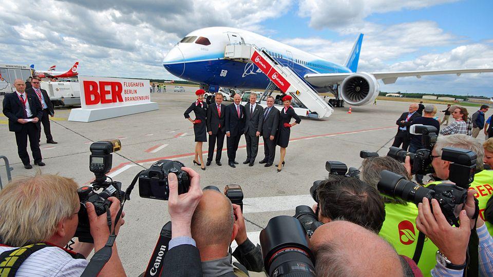 Follow Me: Erster Deutschland-Besuch einer Boeing 787 im Juni 2011 auf dem Flughafen Berlin-Tegel © Till Bartels
