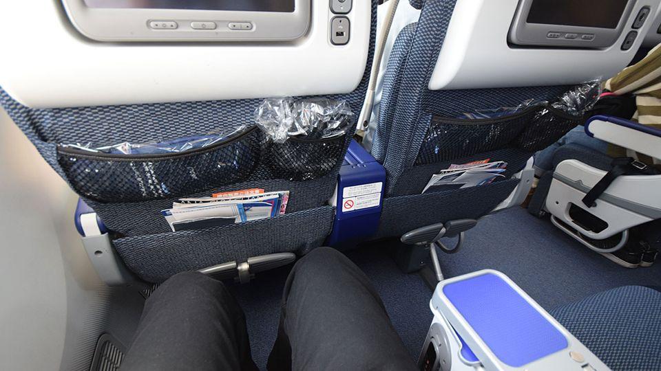 Follow Me: Komfortabler sitzen Passagiere bei ANA in der Premium Economy Class © Till Bartels