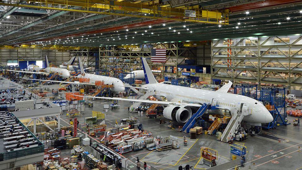 Follow Me: Endmontage im Werk Everett: Eine Boeing 787 besteht aus 2,3 Millionen Einzelteilen © Till Bartels