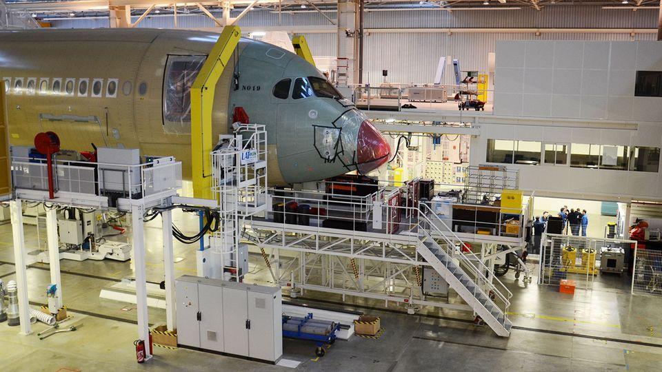 Follow Me: Im Airbus-Werk in Toulouse findet die Endmontage für den Airbus A350 statt. © Till Bartels