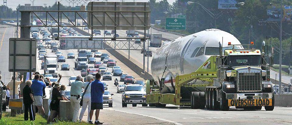 Follow Me: Der Airbus-Rumpf auf dem Landweg nach Süden © Picture Alliance