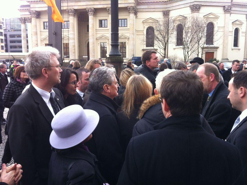 Der Investigativ-Blog: Gauck badet in der Menge