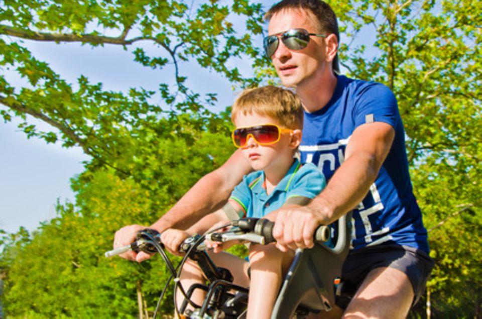 Daddylicious: Kinder mit dem Fahrrad transportieren – wie geht das am besten?