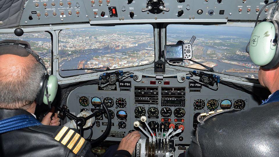 Im Cockpit der DC-3 von KLM