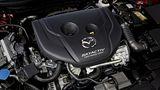 Der 1.5-Liter-Dieselmotor wiegt 50 Kilogramm weniger, als die größeren Skyactiv-Aggregate