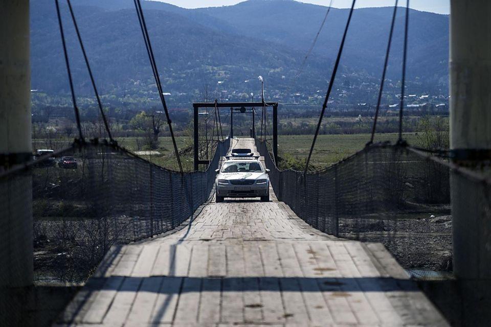 Skoda Euro Trek 2016 - 289 Meter Präzisionsarbeit auf der Hängebrücke