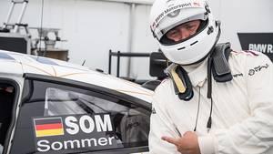 Redakteur Marcel Sommer vor seiner Testfahrt mit dem BMW M6 GT3.