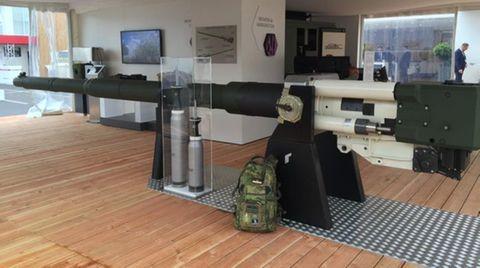 In Paris wurde die neue Kanone mit zwei Geschosstypen vorgestellt.