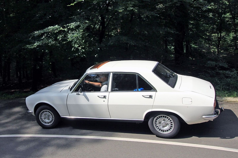 Der Peugeot 504 GL diente schon damals dem komfortablen Reisen.