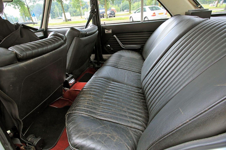 Komfortabel ist es im Peugeot 504 GL.