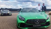 Tobias Moers und Lewis Hamilton mit dem neuen Mercedes AMG GT R