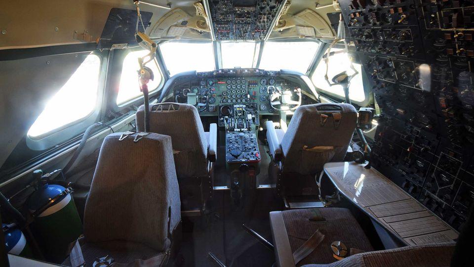 Cockpit der Convair CV-990