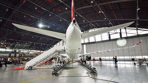 CS100 der Swiss im Hangar