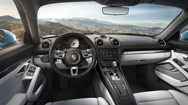 Das Cockpit des Porsche 718 Cayman S.