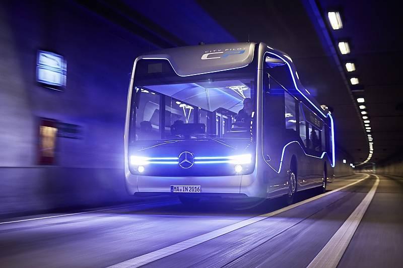 Mercedes Bus der Zukunft - auf Testtour in der Nähe von Amsterdam