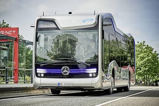 Mercedes Bus der Zukunft - von außen kaum anders als die normalen Omnibusse
