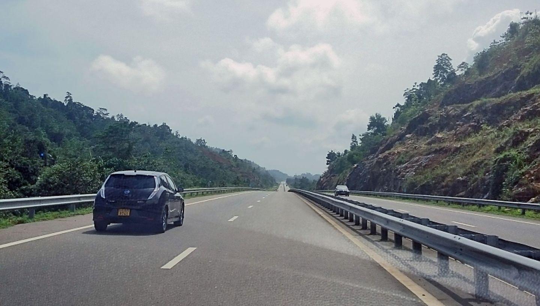 Elektroautos wie der Nissan Leaf fahren in Sri Lanka vermehrt herum.