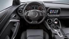 Typisch amerikanisches Cockpit mit Leder aber auch Hartplastik
