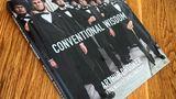 """Der Bildband """"Conventional Wisdom"""" von Arthur Drooker erscheint imVerlag Glitterati Inc. und kostet 37 Euro.  Mehr über das Buch unterhttp://www.arthurdrooker.com/"""