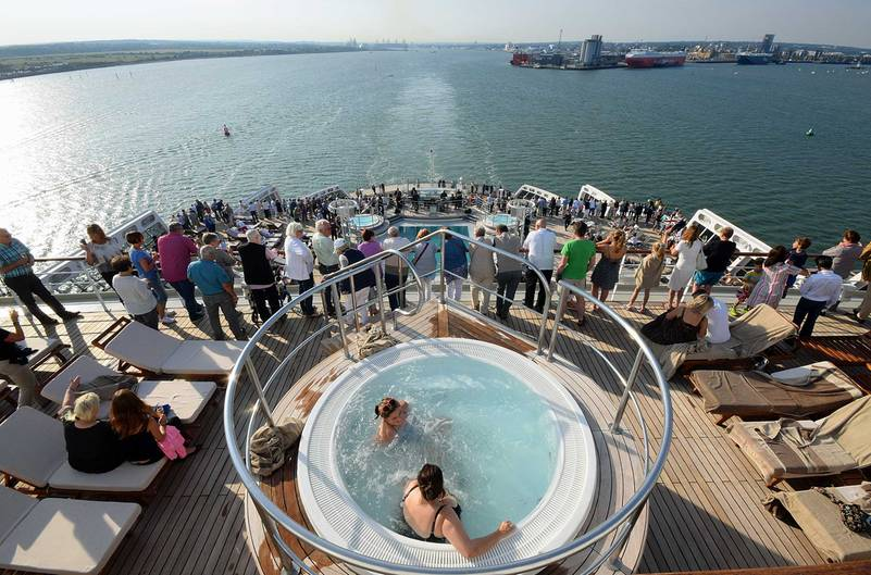 Blick auf Southampton beim Auslaufen der Queen Mary 2