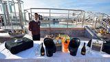 Champagnerbar an deck der Queen Mary 2