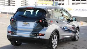 Chevrolet Bolt EV Fahrt - hier noch als Prototyp leicht getarnt