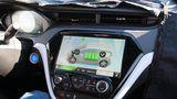 Chevrolet Bolt EV Fahrt mit zwei LCD-Displays
