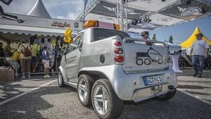 Den Smart gibt es auch als dreiachsigen Pickup