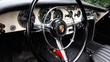 Das Cockpit des Rijkspolitie Porsche.