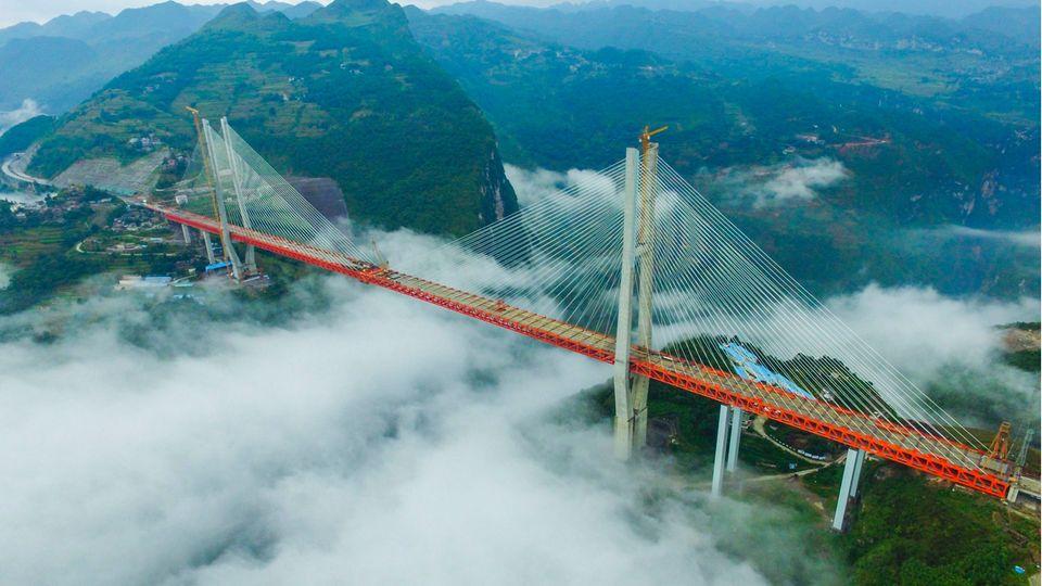 Die Brücke ist Teil einer Autobahn von 3000 Kilometern Länge.