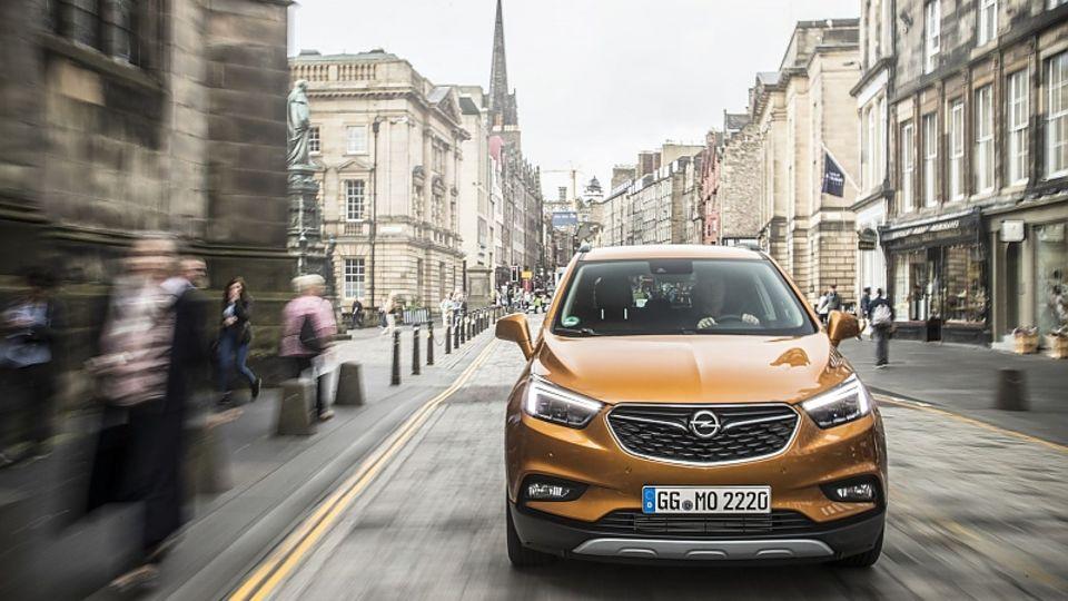Der Opel Mokka X kann jetzt optional mit LED-Scheinwerfer ausgestattet werden