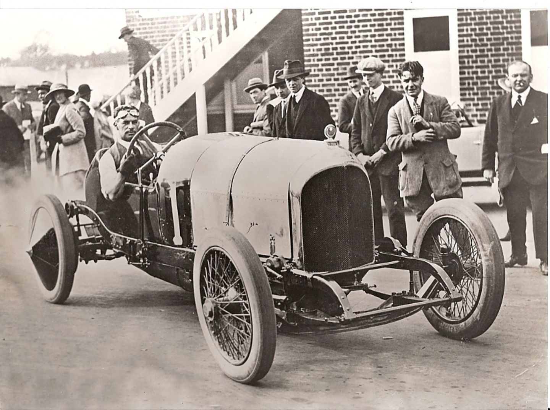 Frank Clement am 28. März 1921 am Steuer des Bentley EXP 2.