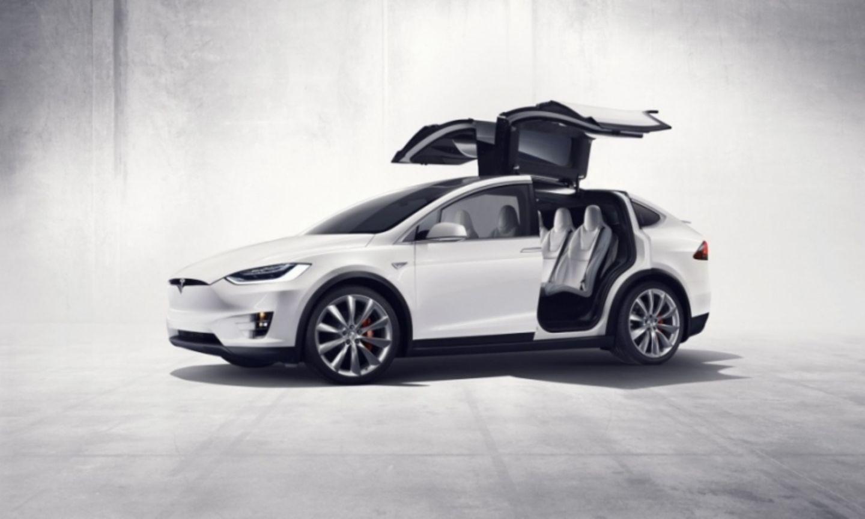 Tesla Model X P 90 D mit Allradantrieb