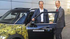 Mini Countryman 2017 PHEV - Sebastian Mackensen (links) und Peter Wolf