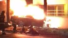 Zu diesem Zeitpunkt befanden sich Fahrerin und Beifahrer noch in dem brennenden Tesla.