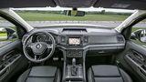 Viel Plastik aber dennoch gemütlich: Das Cockpit des VW Amarok.