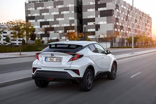 Toyota C-HR - deutlich besser schlägt sich der 1,2 Liter große Turbobenziner