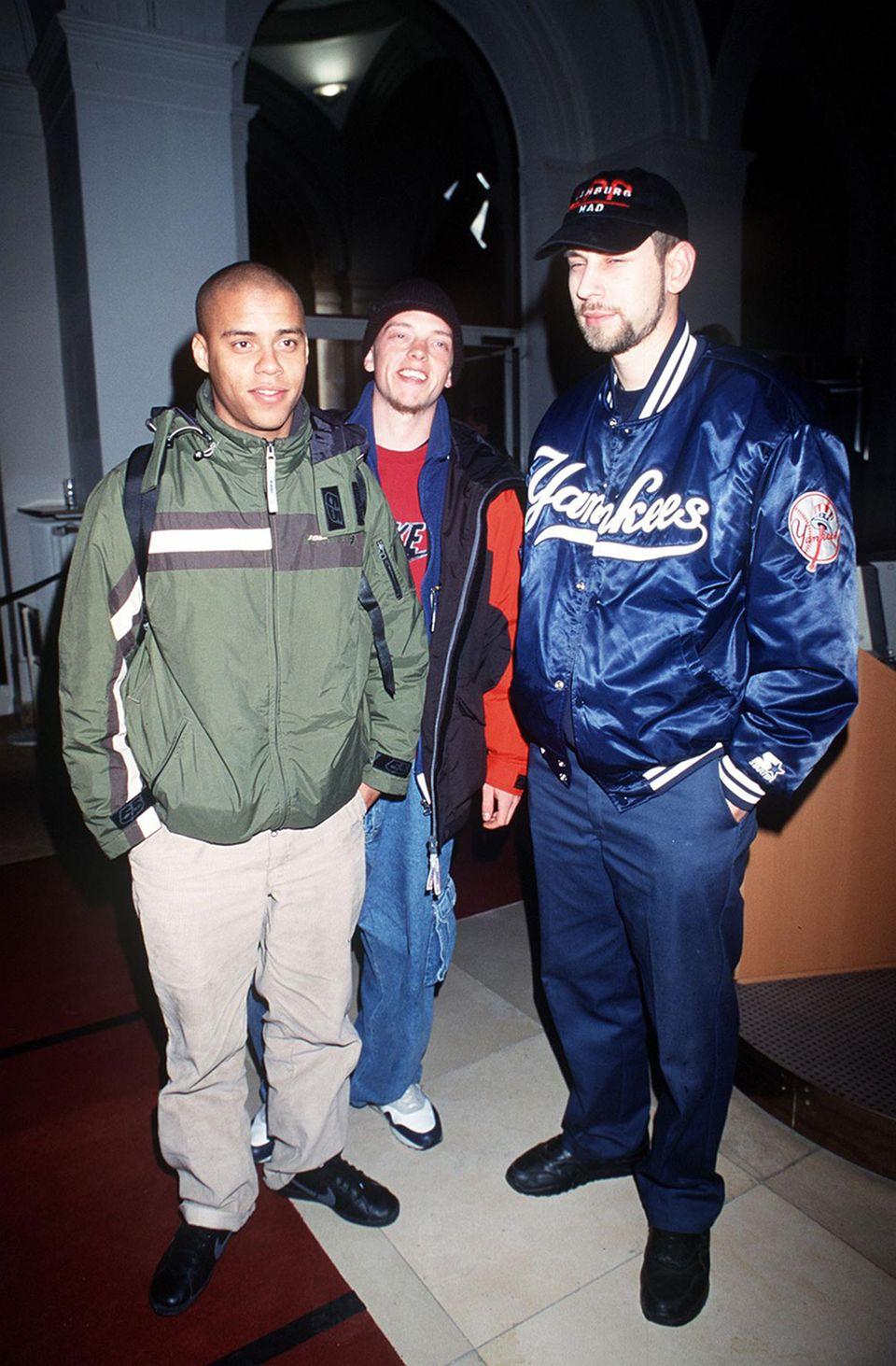 """Freizeit: Sind inzwischen Fortgeschrittene im deutschen HipHop: Eizi Eiz (Jan Eißfeldt, der als Jan Delay Solokarriere mit Reggae, Soul und Rock machte), Denyo (Dennis Lisk) und DJ Mad (Guido Weiß). Die Beginner aus Hamburg rappen seit 25 Jahren. 1998 gelang ihnen – damals noch als Absolute Beginner – der Durchbruch mit der Platte """"Bambule"""", die zeitlos WG-Partytaugliches wie """"Füchse"""", """"Liebeslied"""" oder """"Hammerhart"""" enthielt. Am 26. August erscheint ihr neues Album, das nach einer der ersten deutschsprachigen Rapgruppen benannt ist, """"Advanced Chemistry""""."""