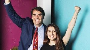 Tim Draper mit einer Studentin. Der Milliardär bildet an der Draper University Gründer aus.
