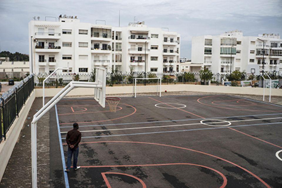 Imanin in Marrakesch: Die Lebensschule: der Sportplatz der Mourchida-Schule in Rabat. Hier lernen mittlerweile auch Frauen aus Mali.