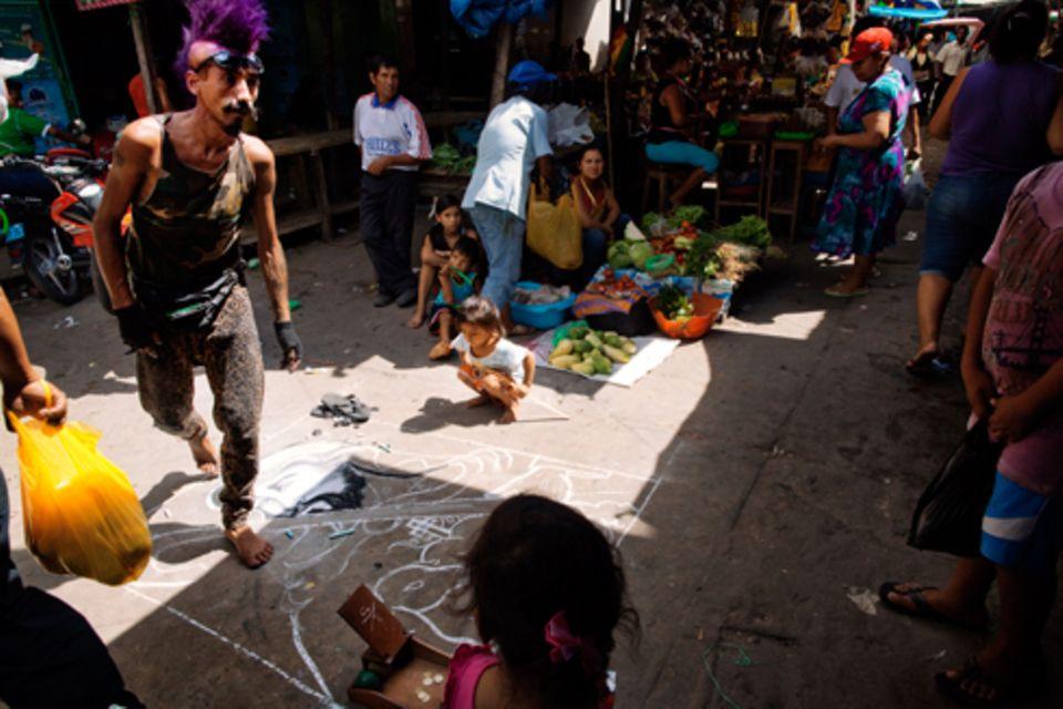 Zuhause: Iquitos zieht mittlerweile Scharen von Ayahuasca- Abenteurern an. Wenn man aus dem Dschungel zurückkommt, wirkt das abstoßend.