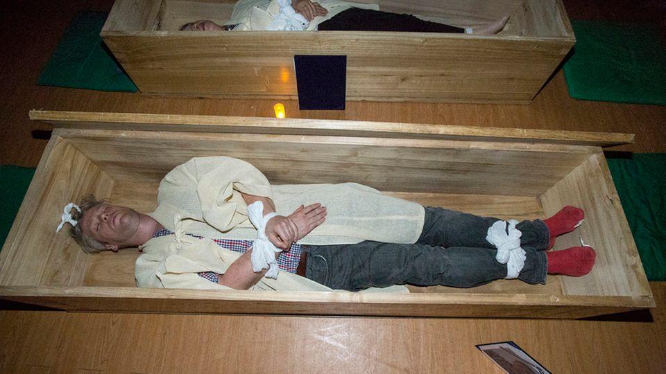 """Mein Leben nach dem Tod: """"Sie sind tot"""": Als ich mich lebendig begraben ließ"""