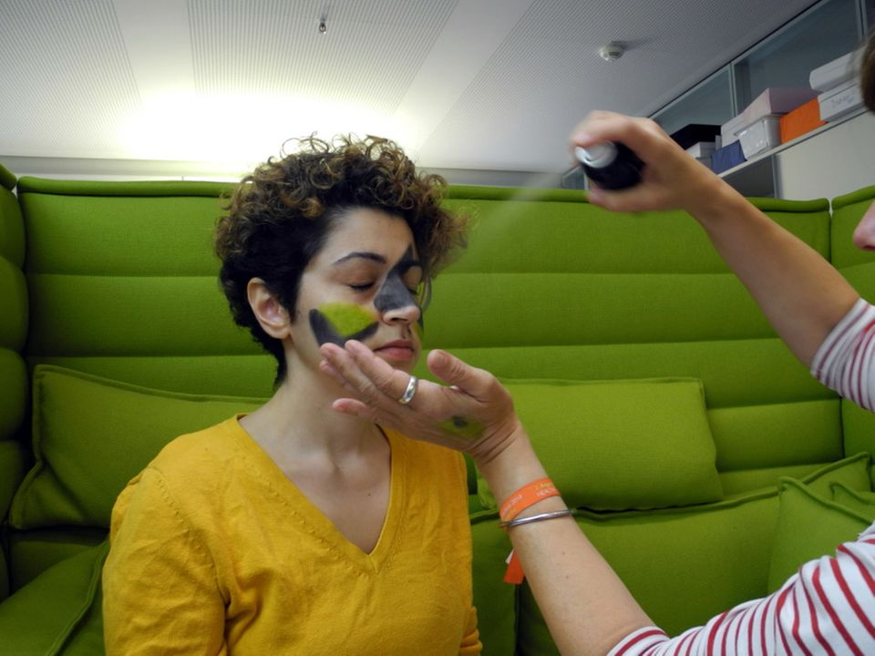 Politik: Auffällig unauffällig – mit Make-Up gegen Gesichtserkennung