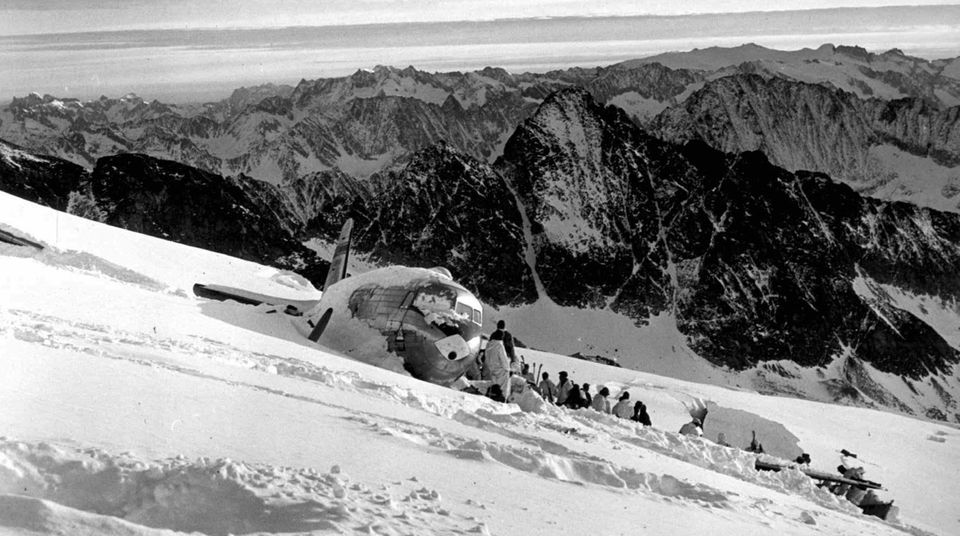 Dakota DC-3 der US Air-Force auf dem Gauligletscher