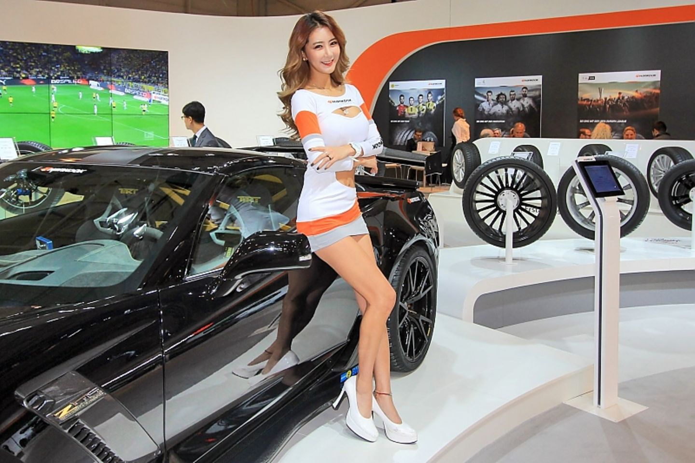 Essen Motor Show 2016 Girls