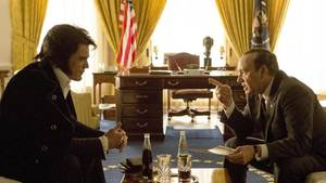 Elvis Presley (Michael Shannon) trifft US-Präsident Nixon  (Kevin Spacey)